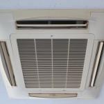 船橋市、改装店舗の「4方向天井カセット形エアコン洗浄」