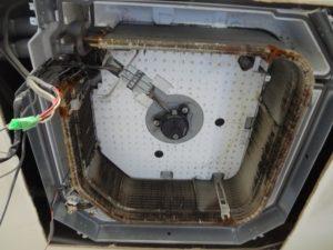エアコン部品を取り外してアルミフィンが見える状態