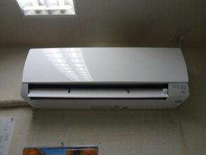 壁掛形エアコン2台