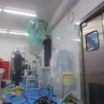 76 食品工場の天吊り型、ダイキンFHYP140Cの洗浄