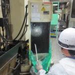 オイルコンの洗浄、自社開発の洗浄剤を使用
