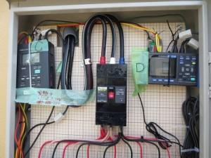 配電盤に電力計を設置
