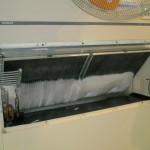 食品工場の「床置形エアコンの洗浄メリット」 電気代ロスを試算